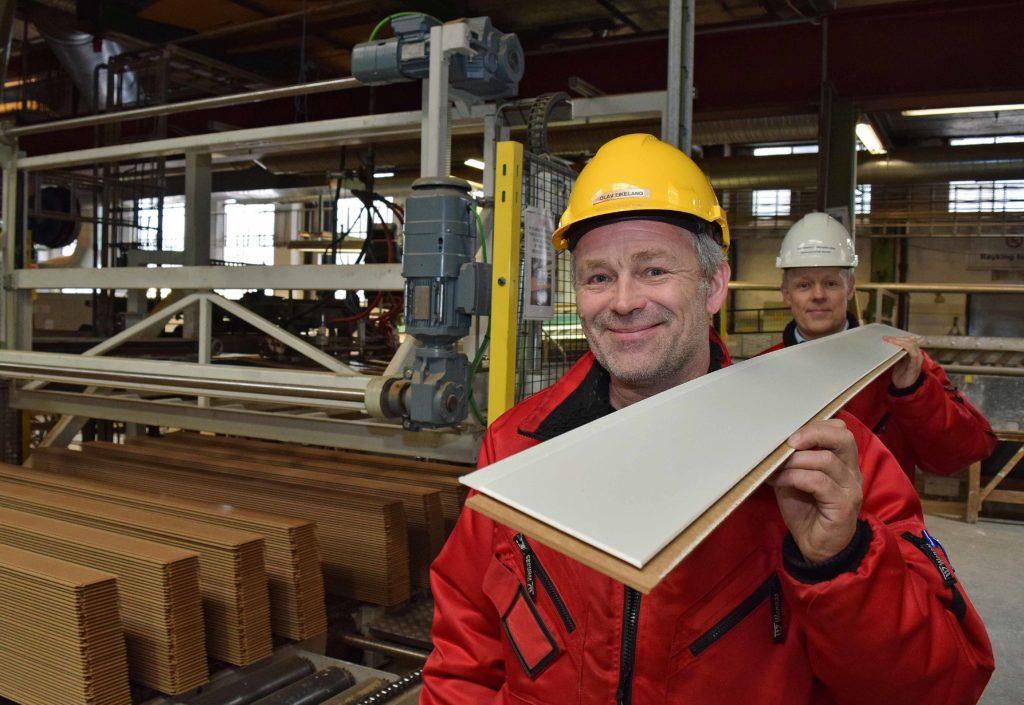 Han kjøper 2300 vogntog med tømmer