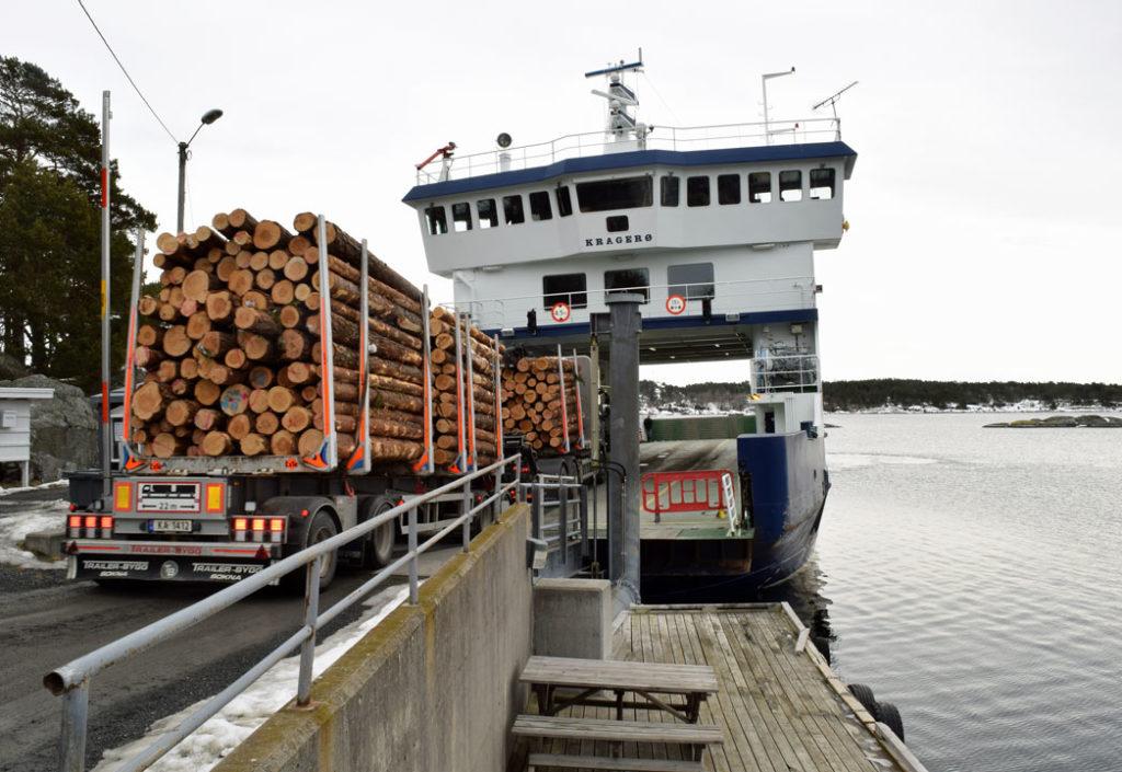 150 tømmerbiler skal med ferja